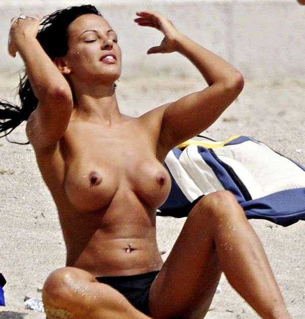 Nereida gallardo goes topless on the beach and shows her tits